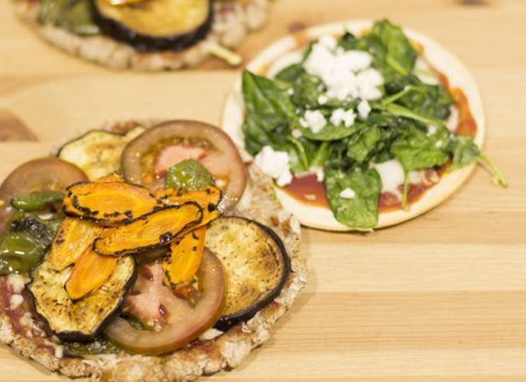 Pizzetas de harina de garbanzo con espinacas y requesón