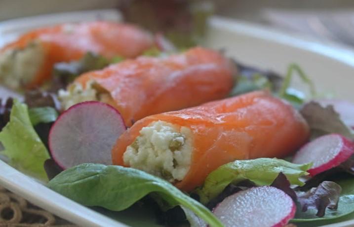 Rollitos de salmón y requesón